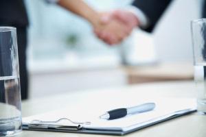 Für die Abtretungserklärung einer Lebensversicherung ist kein Vordruck nötig, die Bank hält Exemplare bereit.