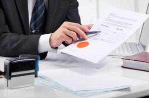 Wenn Kunden eine fondsgebundene Lebensversicherung kündigen, erhalten diese den Rückkaufswert.