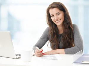 Kunden können eine Risikolebensversicherung kündigen, aber auch eine Beitragsfreistellung beantragen.